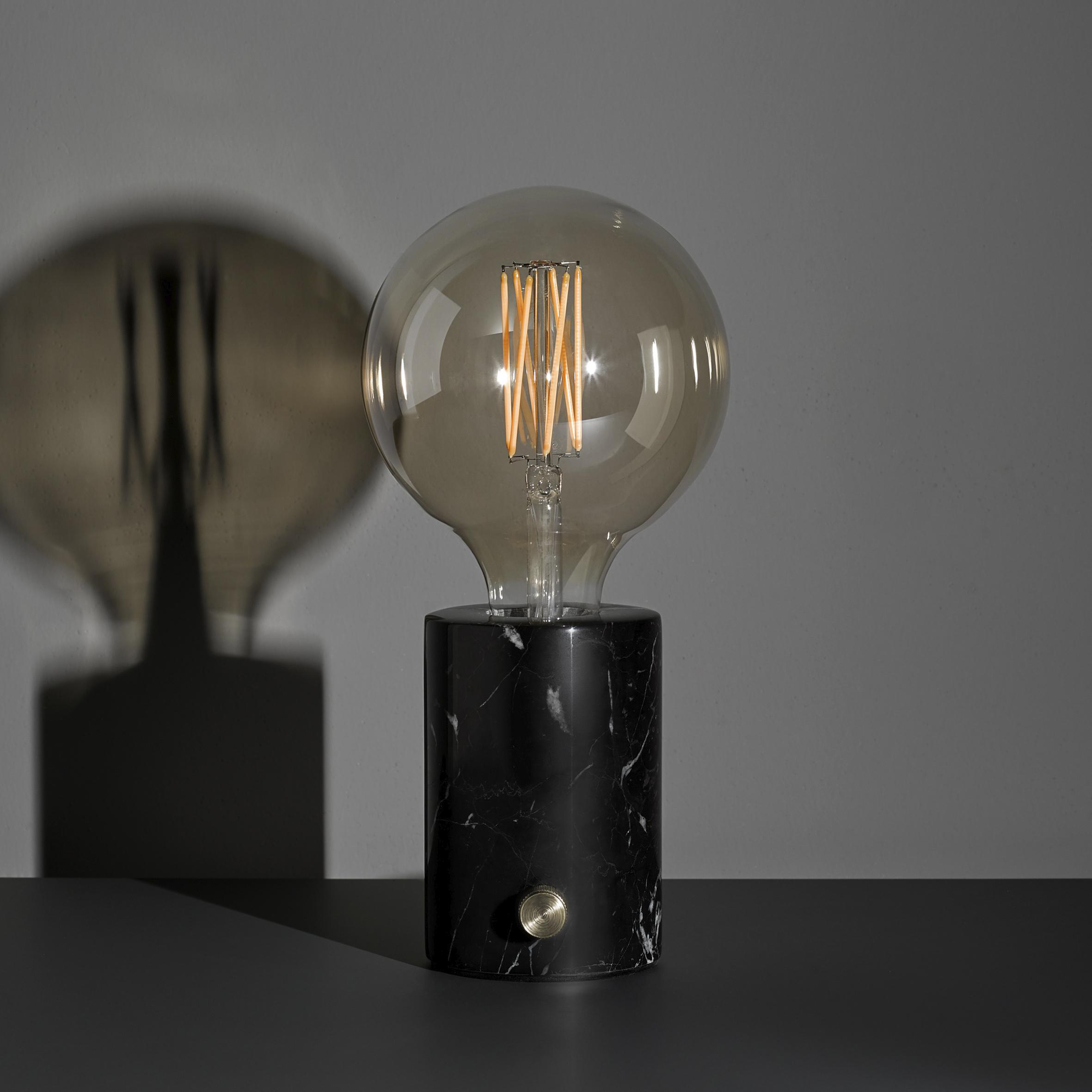 lampe moderne en marbre avec ampoule apparente