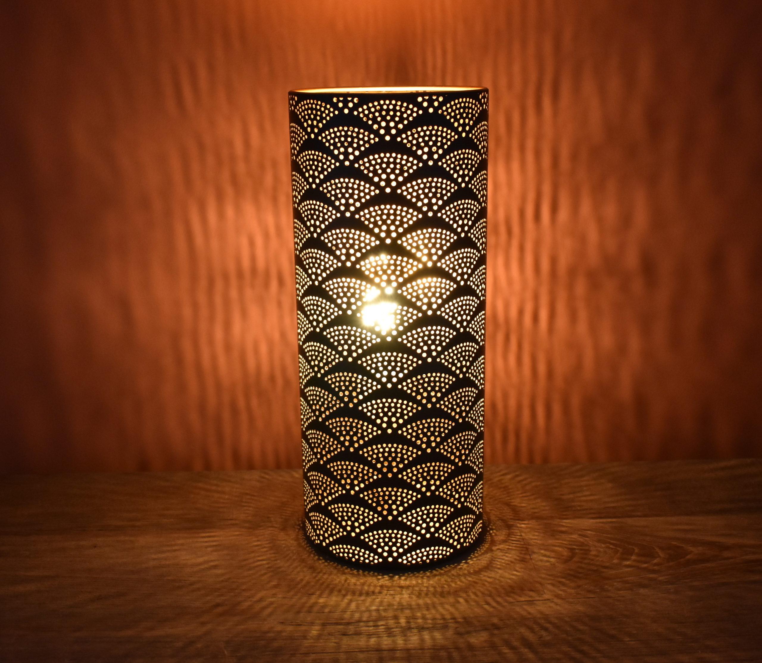 lampe ajourée noir et doré